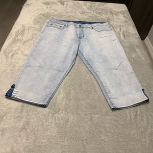 DG2 Virtual Stretch Button Up Cuffs Cropped Jeans